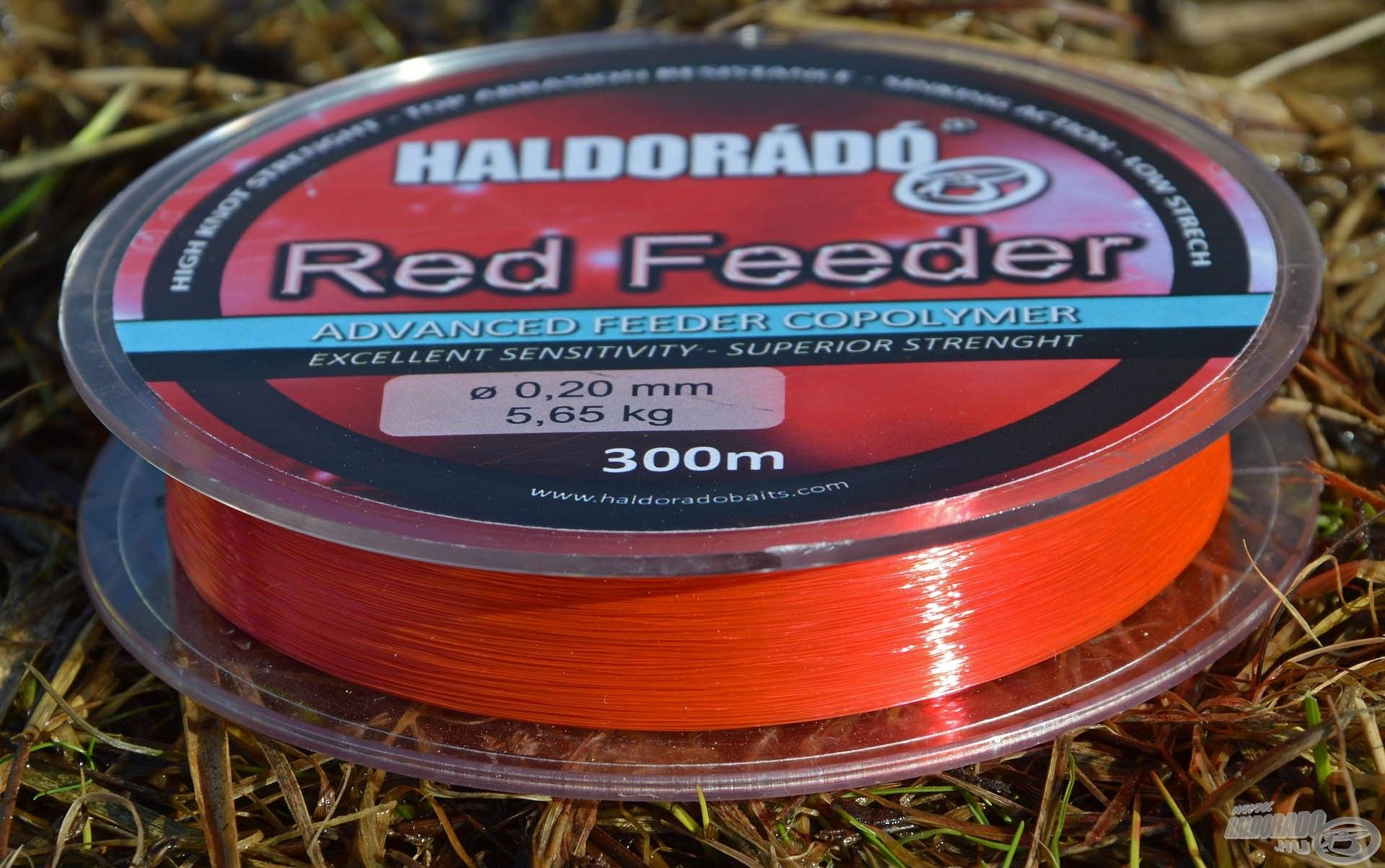 … míg a Red Feeder piros színű feeder zsinór
