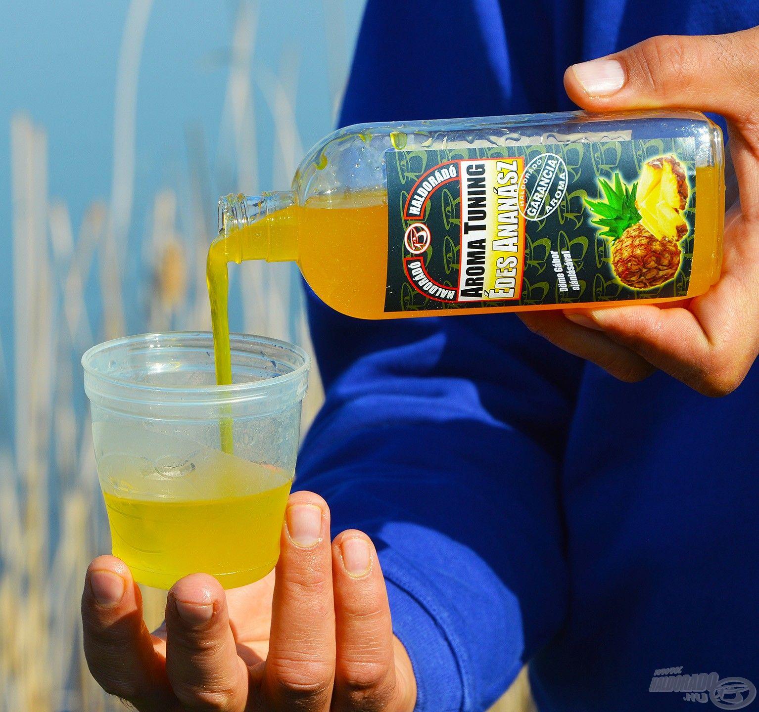 Az aromát célszerű vízzel elkeverve az etetőanyaghoz adni