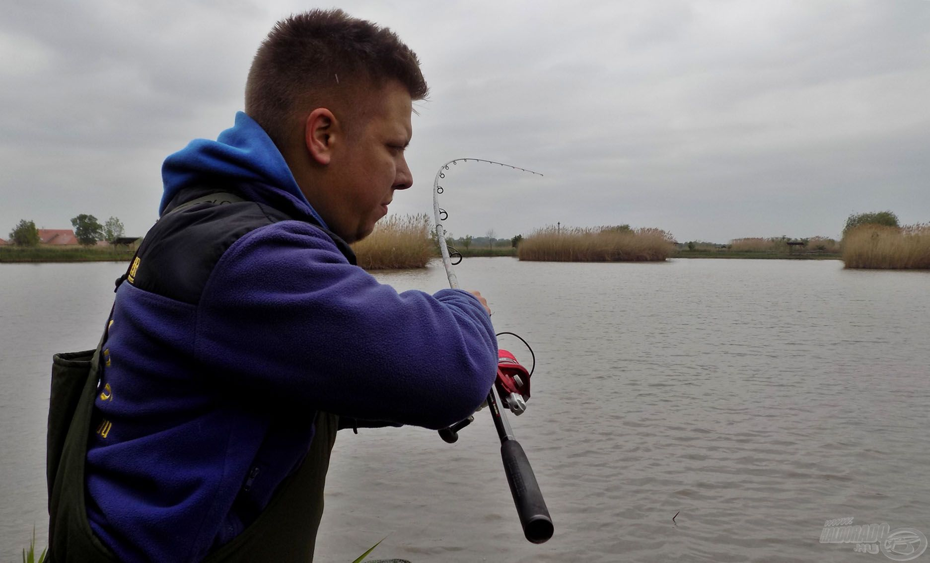 A Master Carp Pro feederbotokkal bármilyen nagyhalas vízterületen nyugodtan vehetjük fel a kesztyűt a legerősebb halakkal szemben is