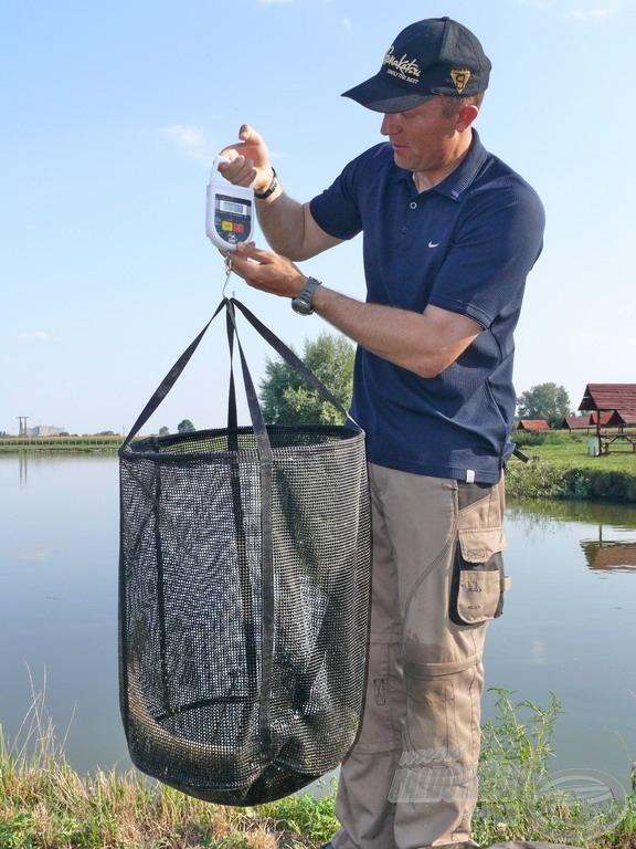 10-15 kilós halméretig biztonságosan és kényelmesen mérlegelhető az X2 gumírozott hálójában bármilyen hal
