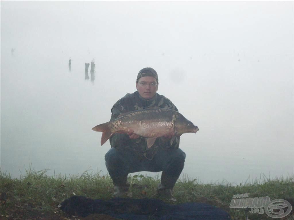 7,9 kg-os tükrös a nagy ködből a Derítő-tavon