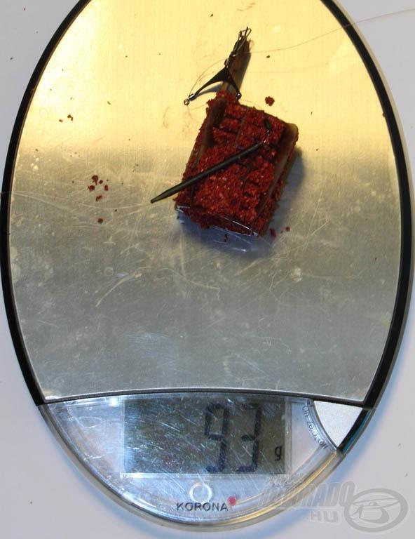 A szerelék tömegét és a kosár saját tömegét levonva 62 gramm átlagos nedvességtartalmú és megfelelő módon belenyomott etetőanyagot juttat be dobásonként a kosár