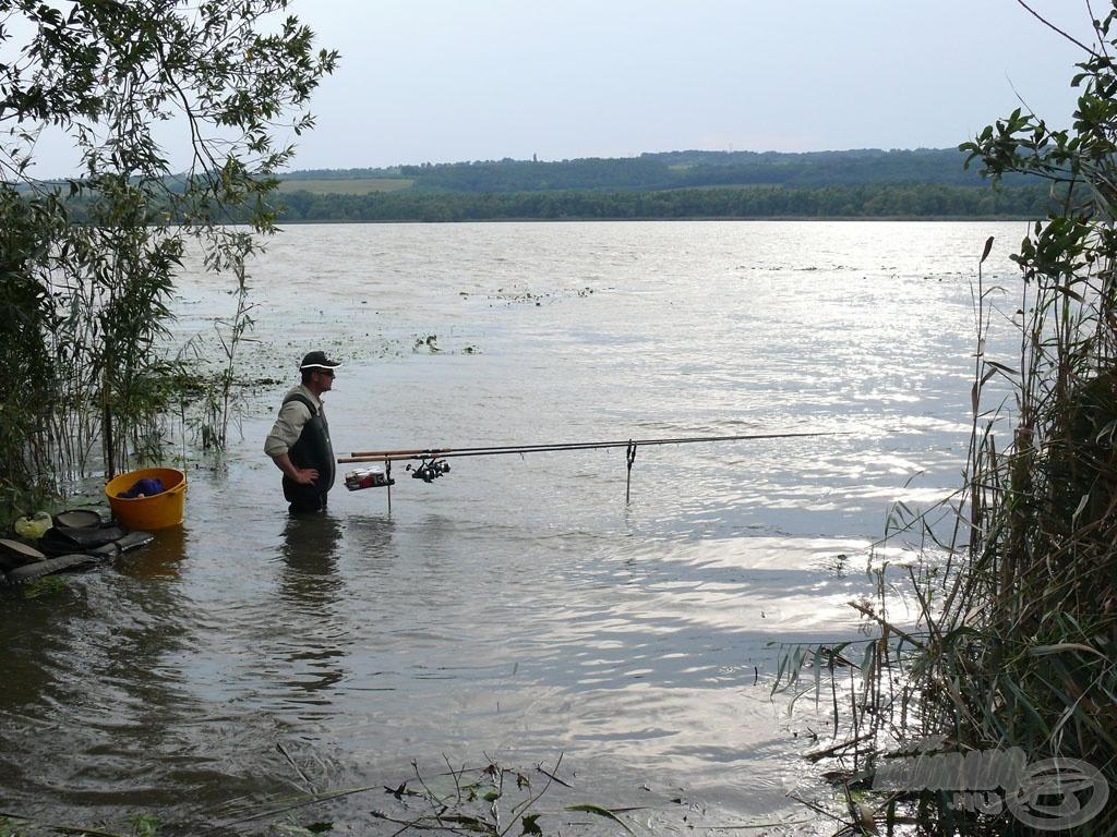 Egy ilyen, vízi növényzettel sűrűn benőtt helyen elkél az erősebb felszerelés