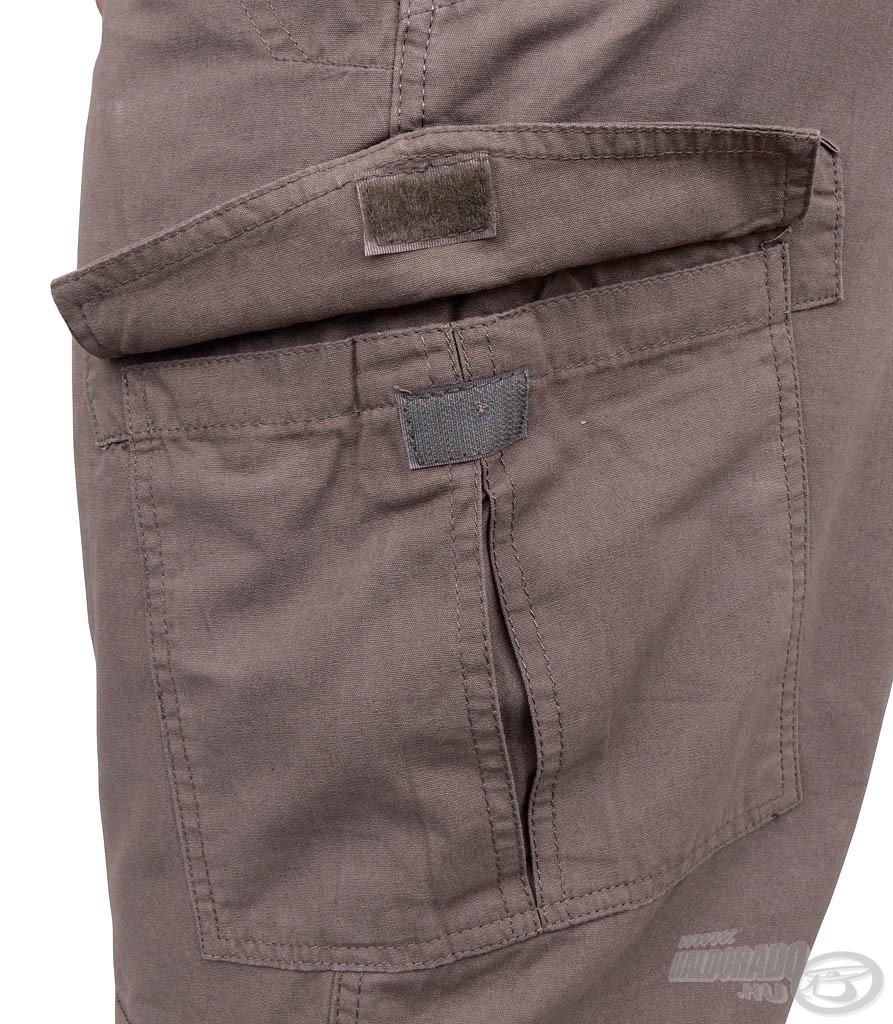 A nadrág mindkét oldalán található 1-1 mélyebb zseb…