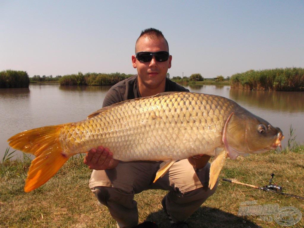 Az első nagytestű halam ezen a napon, amit az új Chilis Tintahal ízesítésű SpéciCornnak köszönhetek. Pontos súlya: 9,10 kg!