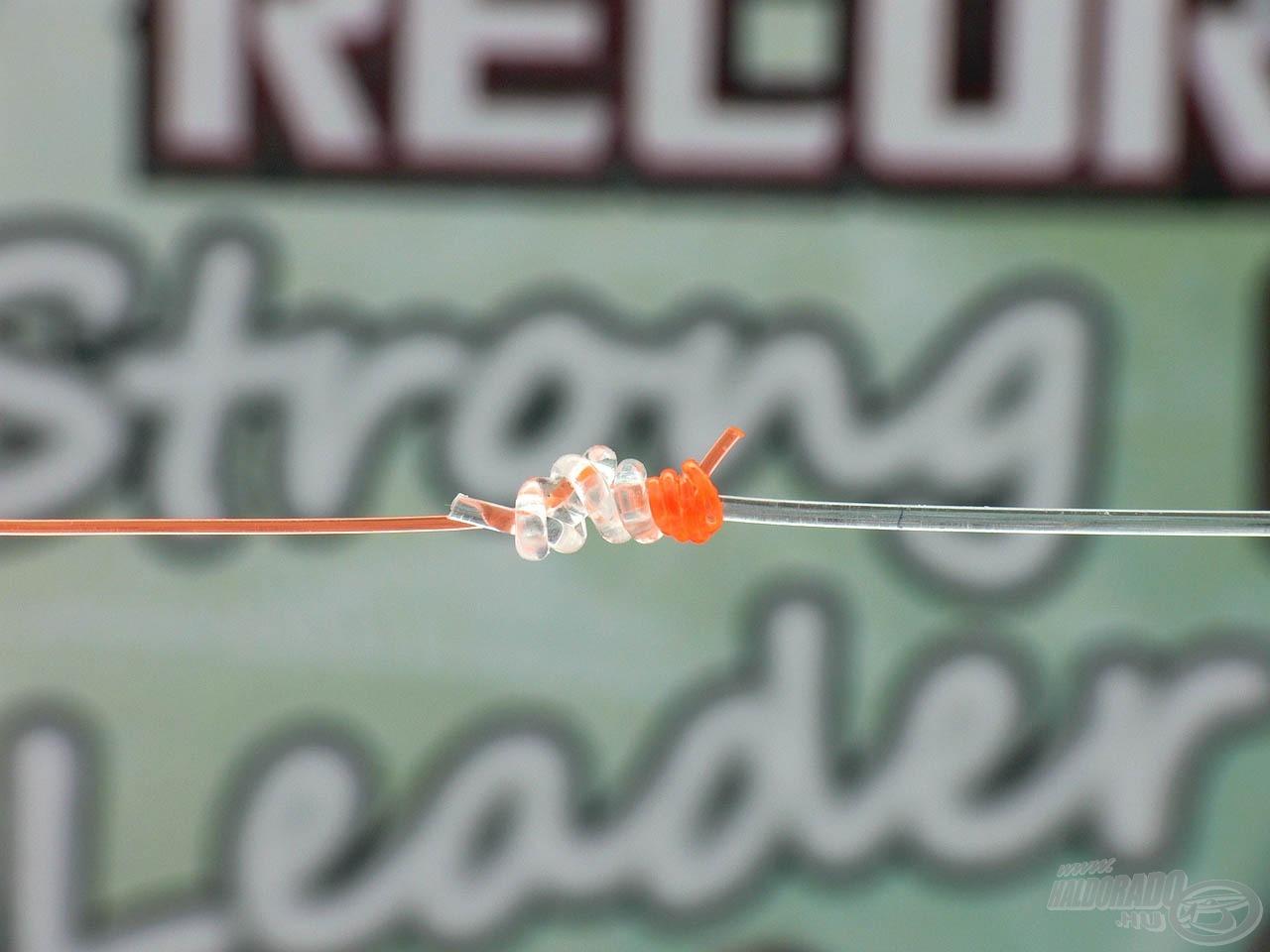 A vízben szinte láthatatlan előtétzsinórból 25-30 métert célszerű a főzsinórunk végére kötni