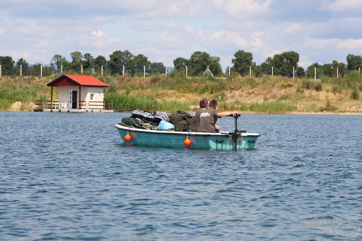 Az úszóházakat kizárólag csónakból lehet megközelíteni