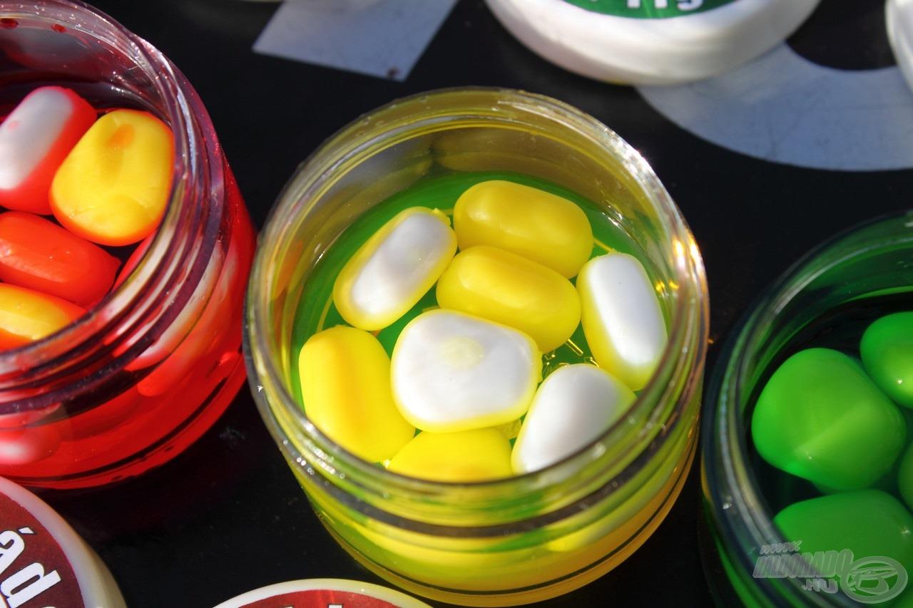 Minden SpéciCorn Mega tégelyben az alapszín a sárga, és ezt egészítettük ki igazán feltűnő fluo színű csalikkal