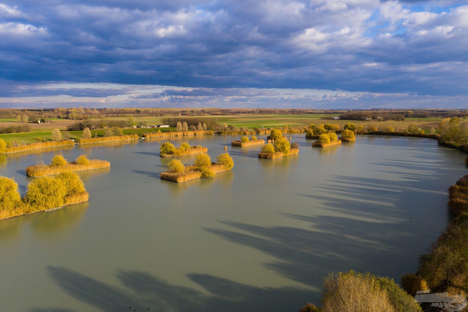 A Lajosmizse határában elhelyezkedő Fish Aréna horgásztó madártávlatból