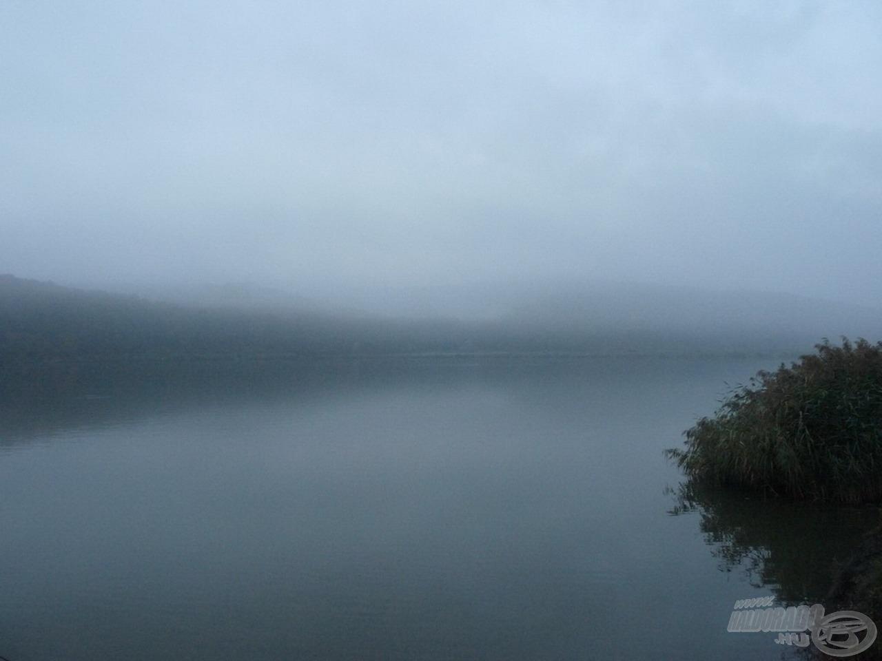 Ködös őszi táj fogadott minket