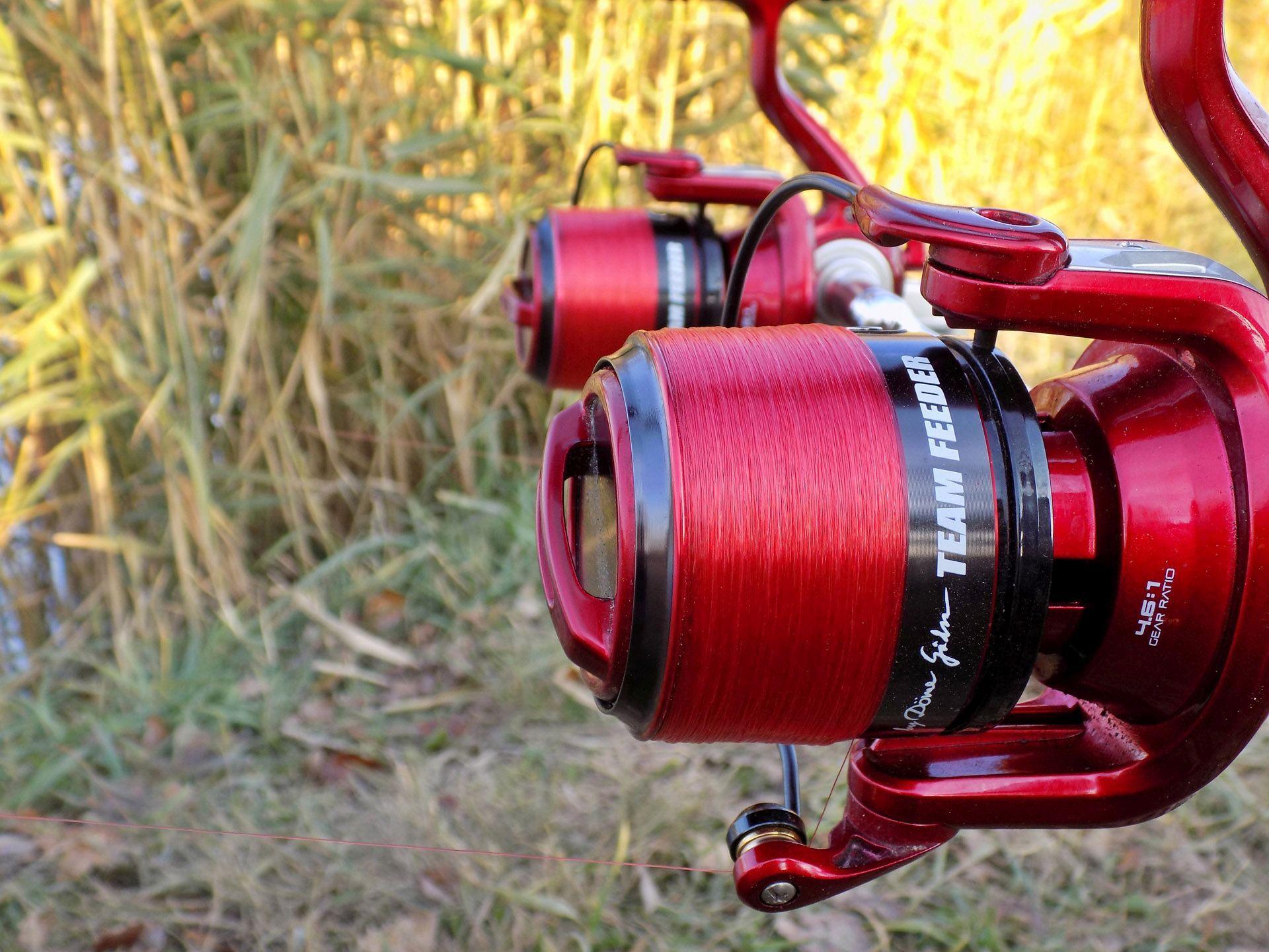 Ha vékony zsinórral horgászunk, (jelen esetben 0,18 mm) akkor elengedhetetlen kiegészítő egy precíz fékrendszerű orsó. A Team Feeder Long Cast pontosan ilyen kvalitásokkal rendelkezik