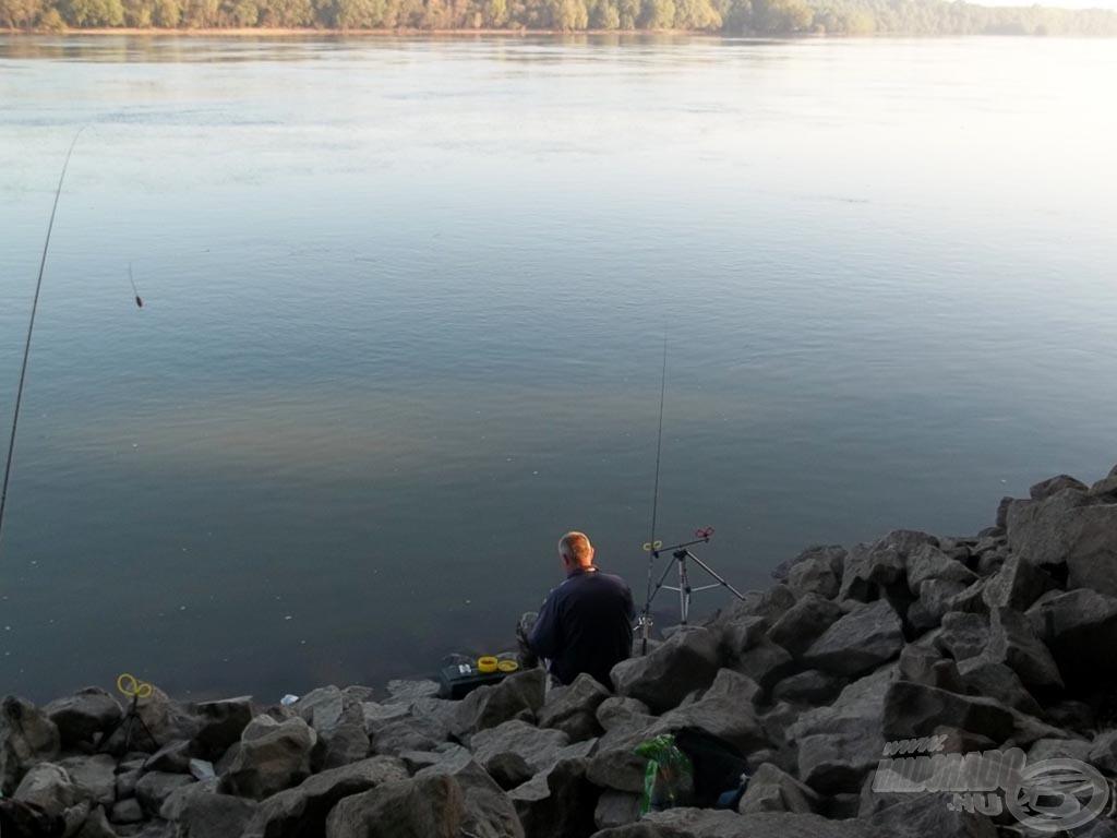 A szerencsésebbje horgászik is