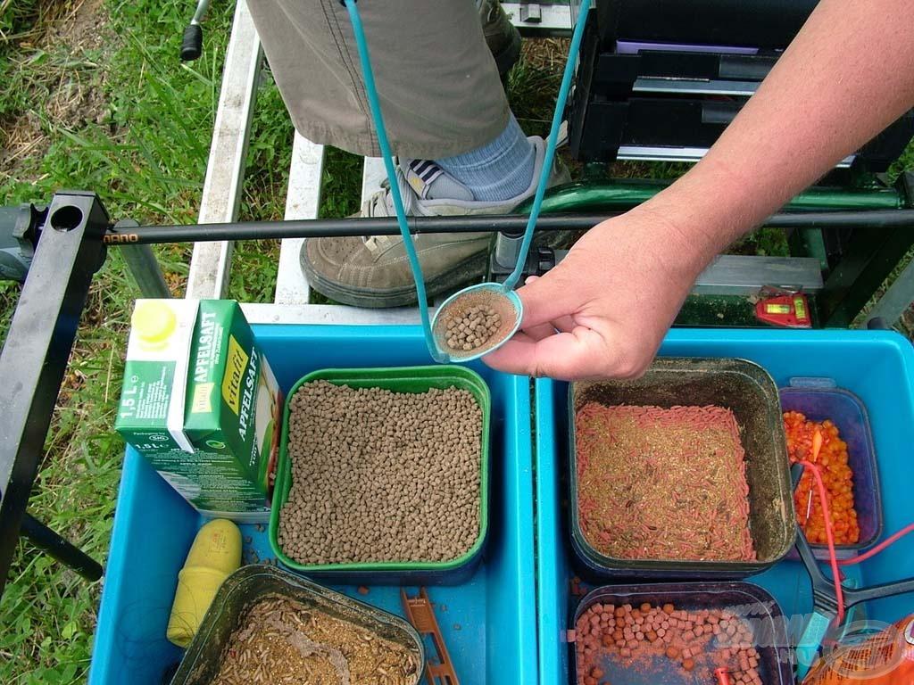 Apró mikro pellet, Expanda pellet, csonti, aromás kukorica. A lényeg a folyamatosság