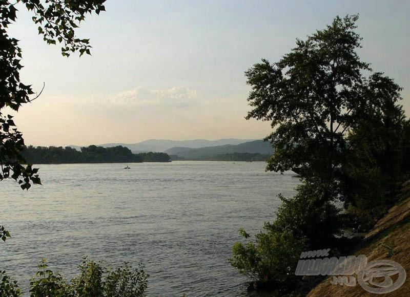 A Duna a váci Szent Erzsébet sétányról