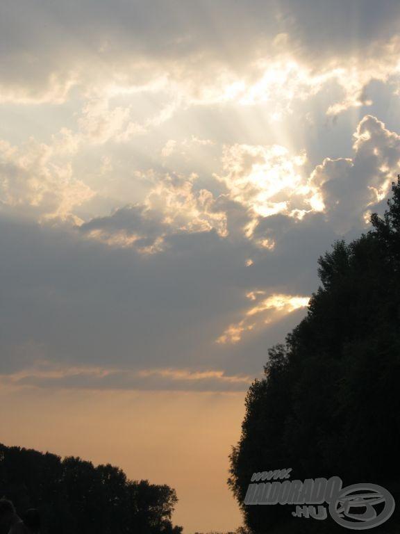 … ilyen szépen búcsúzott a Nap