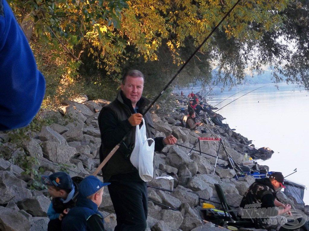 Mindig jó kedvvel, horgászni-versenyezni…