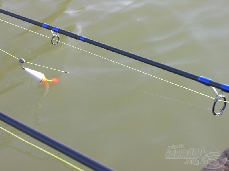 8 grammos úszó, egy csöppet túlsúlyozva, 4-es, hosszúszárú horog