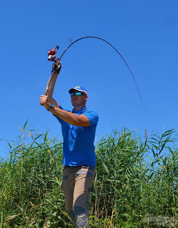 Repülhet az első dobás! A Master Carp Pro LC felszerelés ez etetés precíz horgászatában és a kereső távdobásban egyaránt nagy segítségemre volt