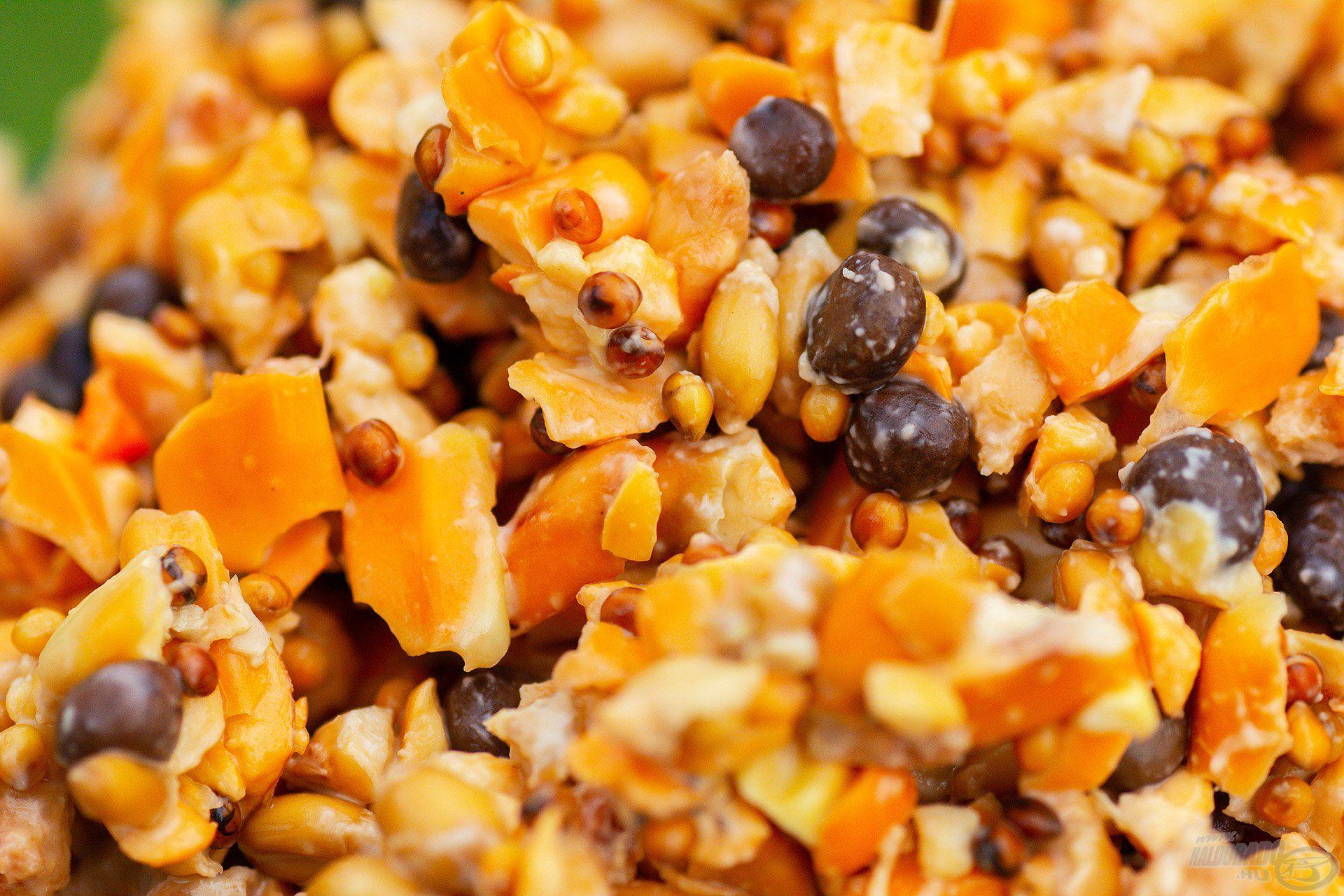 A Mézes Pálinkás egy igazi édes finomság. Akárcsak a többinek, ennek az alapját is tejsavas kukorica, illetve búzaszemek, pontosabban darabkák képezik, melyhez tökéletes kiegészítő a sárga és vörös köles, valamint bükköny mag