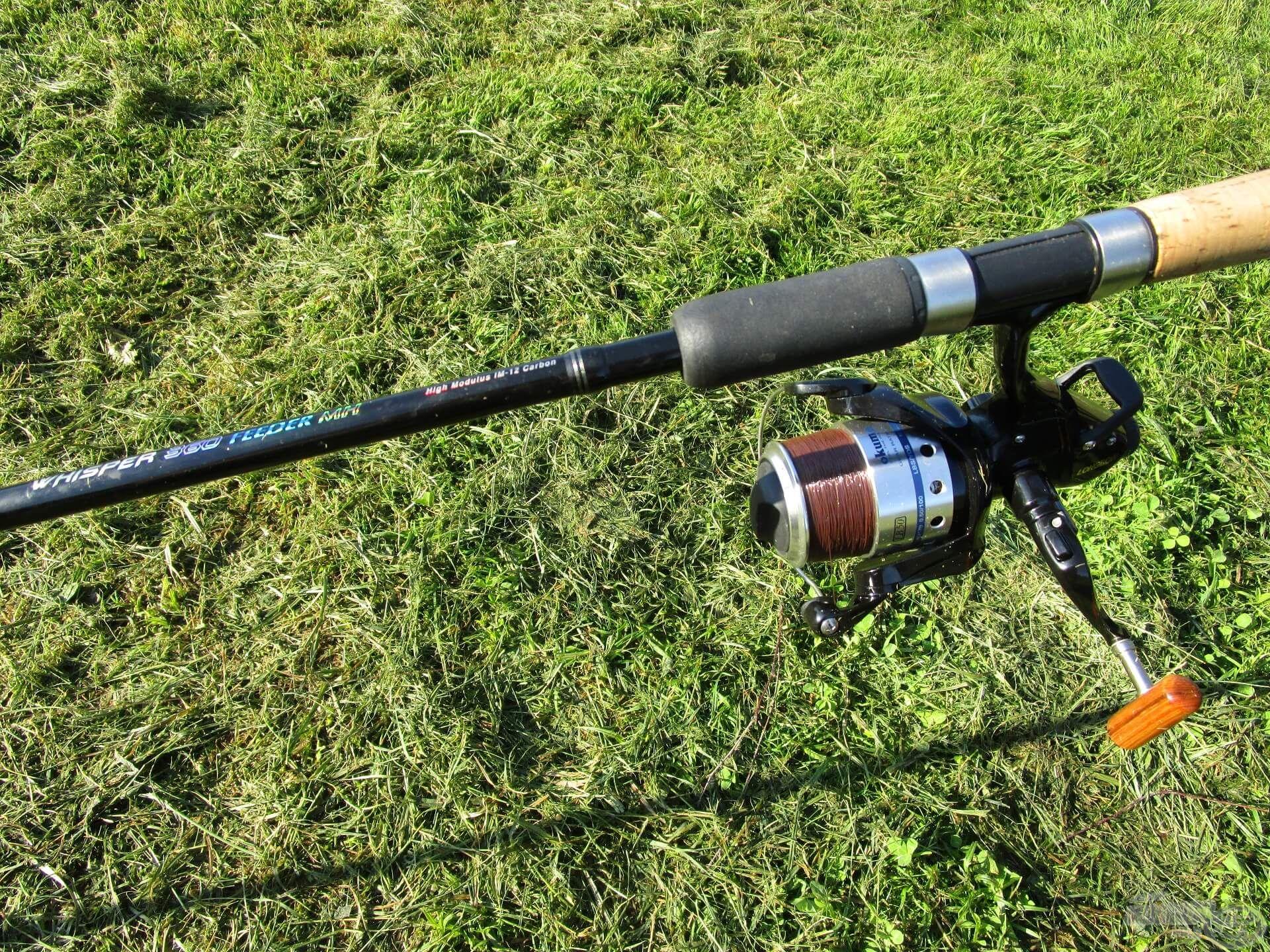 Két régi, de jól bevált feederbotot vittem magammal, mindkettőre nyeletőfékes orsót szereltem. Íme, egy Nevis Whisper Feeder 360 MH Okuma Longbow LB 50 orsóval…
