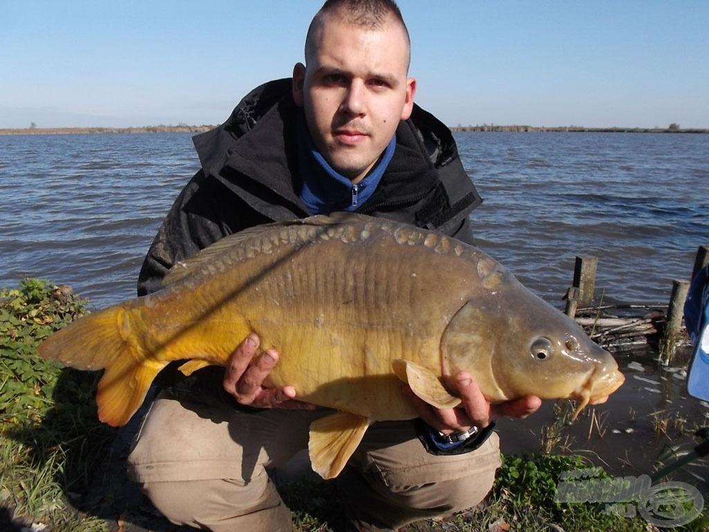 """Újabb szép hal (7,76 kg), le a """"kalappal"""" előtte"""
