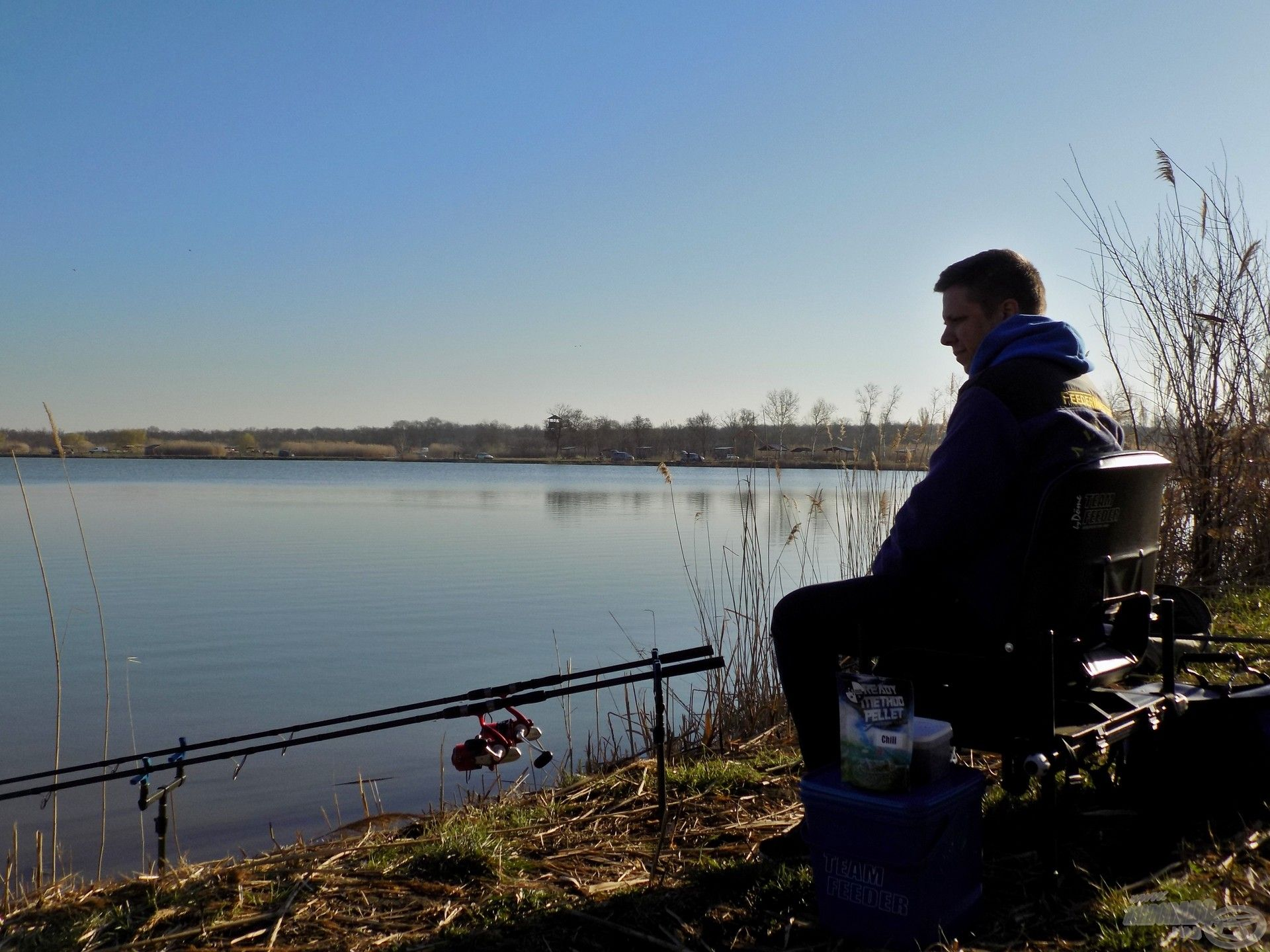 Horgászállásomat gyorsan kialakítottam, így kíváncsian vártam a horgászat fejleményeit