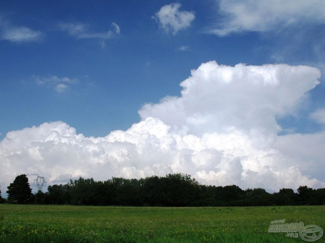 Telik az idő… az égen épp egy gomolyfelhő!