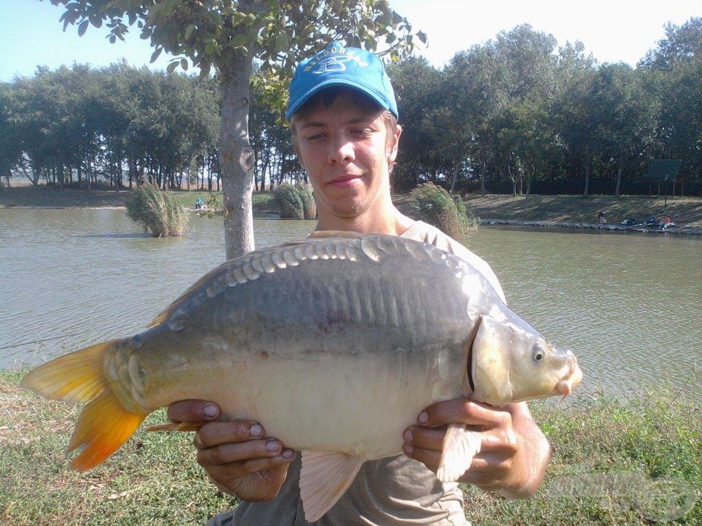 """A nap hala lett ez a szép """"golyó"""" tükörponty a maga 3,72 kg-os súlyával"""