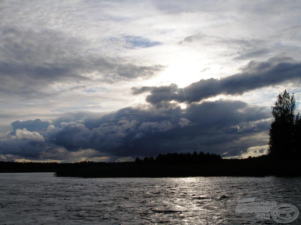 Este tíz óra körül még nappali fényviszonyok között horgászhattunk