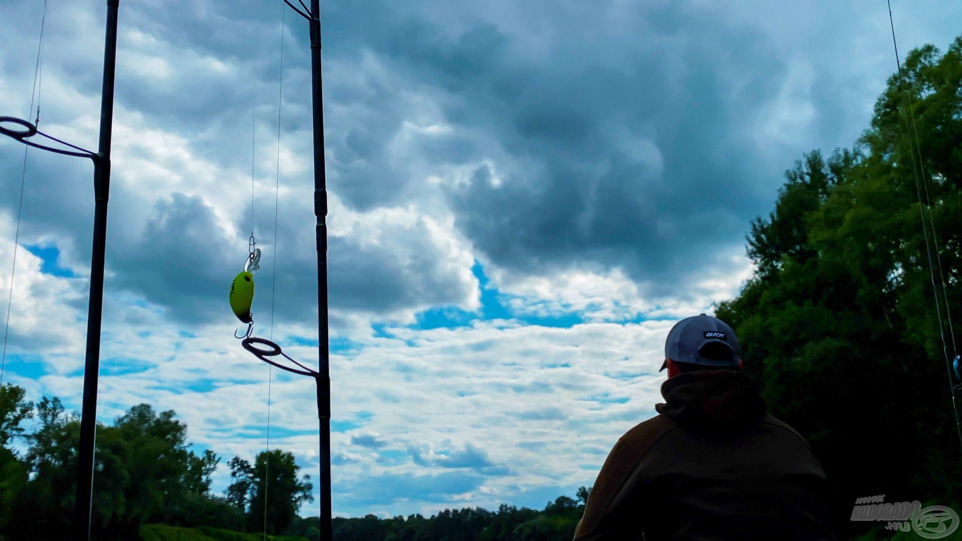 A horgászatnak idejekorán a szokásos délutáni vihar vetett véget