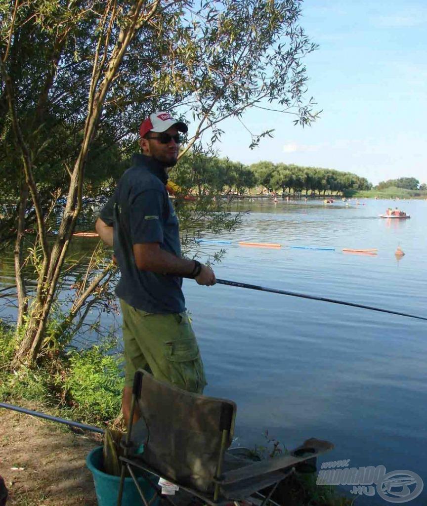 És ilyen az, amikor a megrögzött pergető horgászt lencsevégre kapják egy spiccbottal :-D