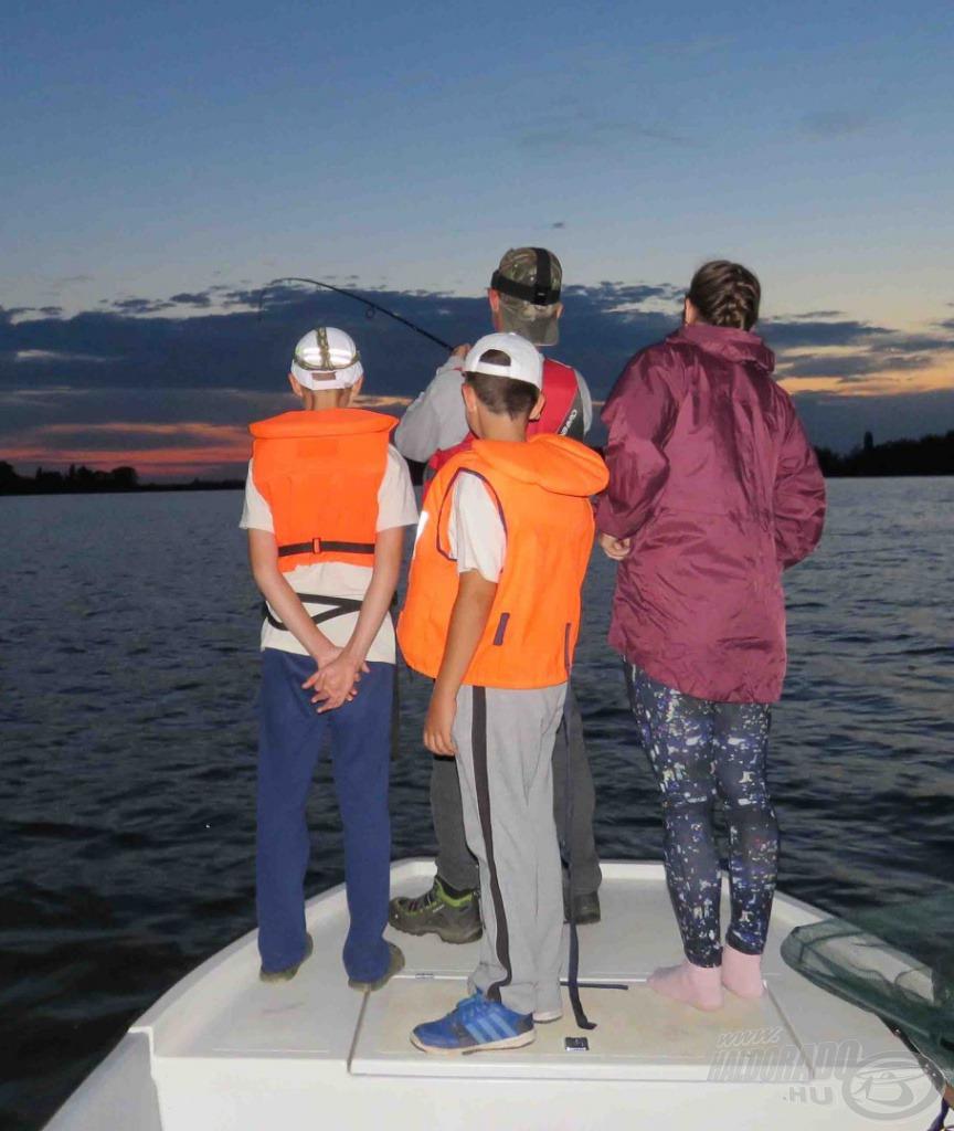 Végül a hal lelépett, de örök emléket kaptunk tőle mindannyian, akik ott voltunk a csónakban