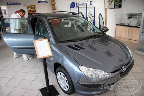Udvarias kiszolgálás, szakértő tanácsadás várja a vásárlókat Salgótarjánban, a Peugeot kereskedésben
