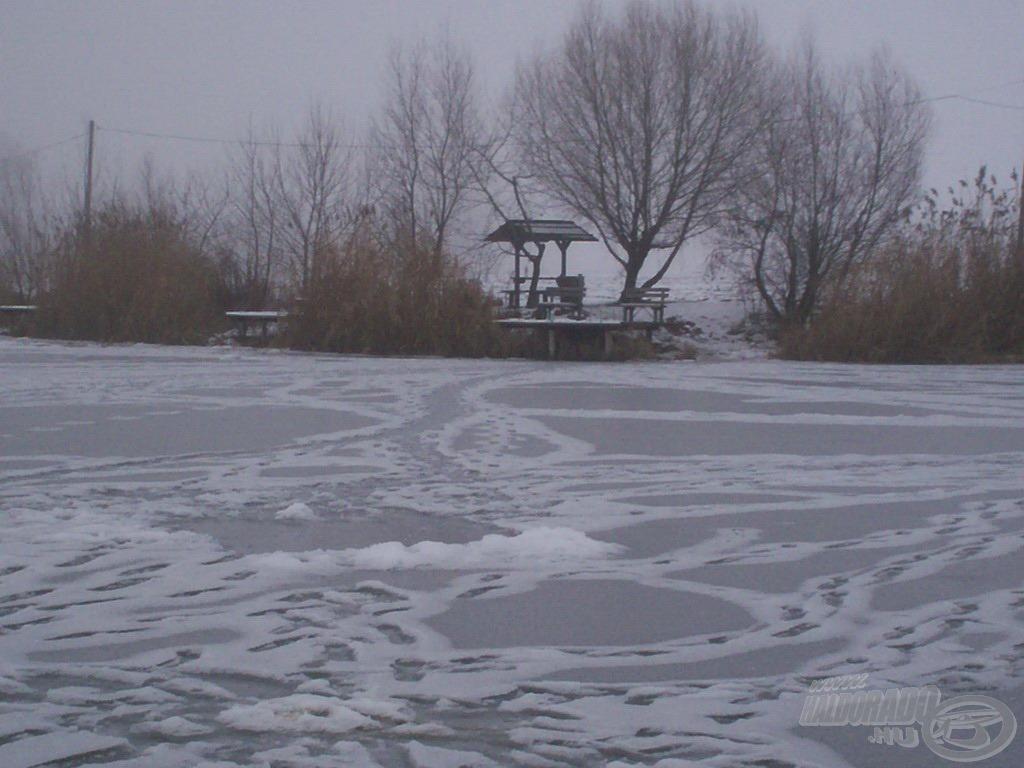 A tavat vastag jégpáncél borítja, vajon ekkor is érdemes pontyra horgászni?