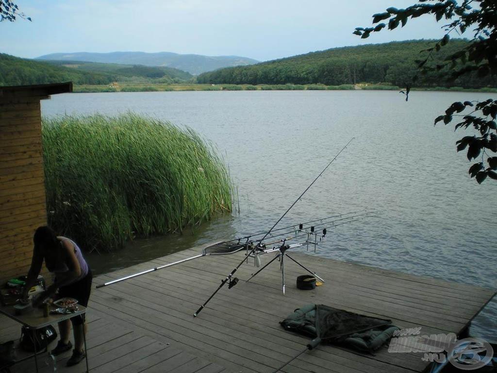 A faházzal ellátott horgászállás kényelmessé tette a túrát