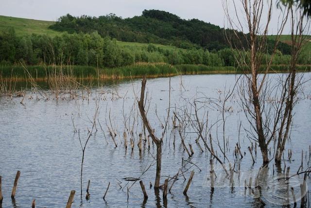 A Csővár közelében található Sinkár-tó nem könnyű pálya (forrás: www.sinkarto.hu)