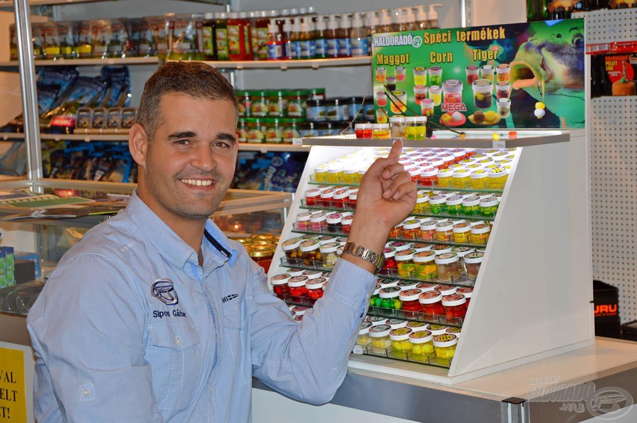 """Sipos Gábor: """"A Spéci termékek olyan egyedi ízekben kapható csali imitációk, amelyek még egyszerűbbé teszik a feederezést. Sokan kérdezték, hogy lesz-e új tagja a családnak? Lesz bizony, a SpéciPellet, de hamarosan úgyis minden kiderül! :)"""""""
