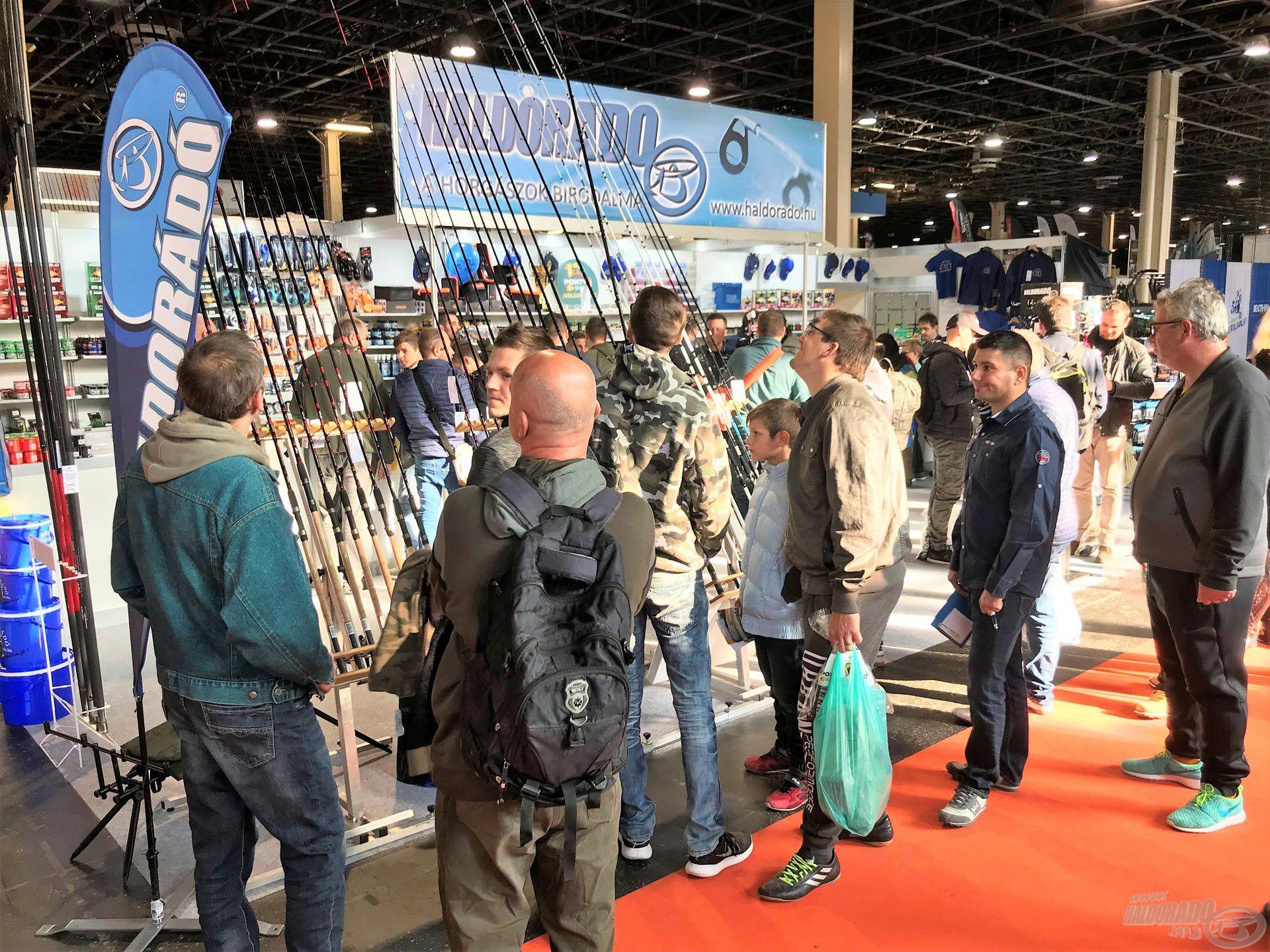 Furcsa, hogy egy késő őszi kiállításon még mindenki a másnapi vagy jövő heti horgászatot tervezi
