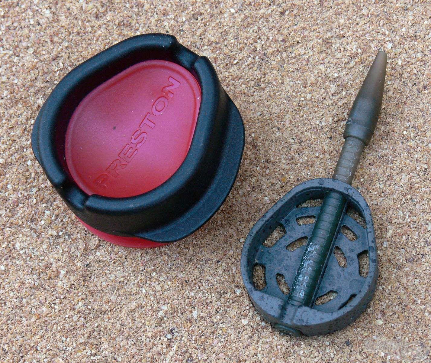 A Dura Banjo Feeder kosarakat a méretben hozzájuk illő töltőszerszámmal lehet töltögetni