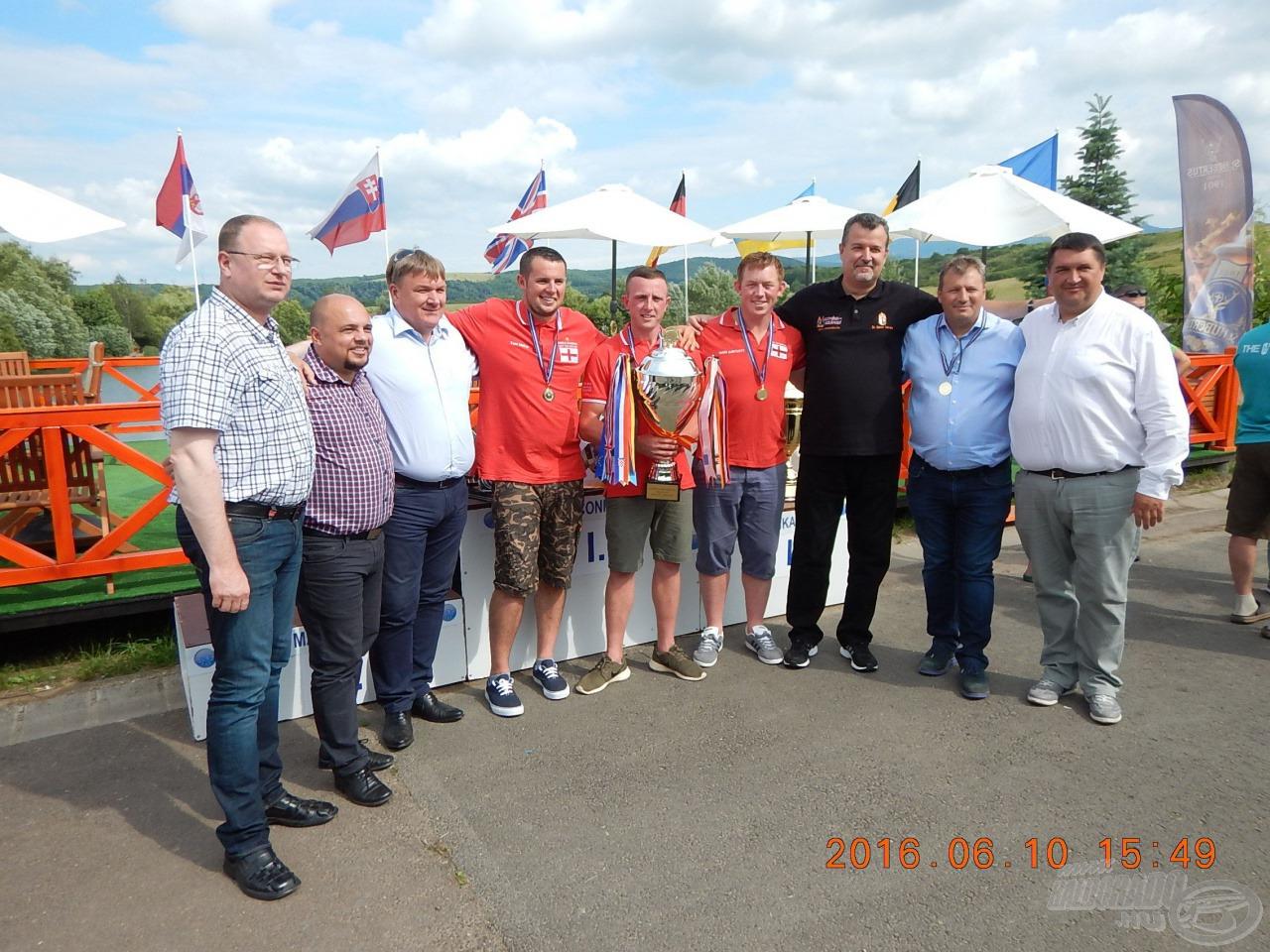 Együtt a győztesek és a vendégek