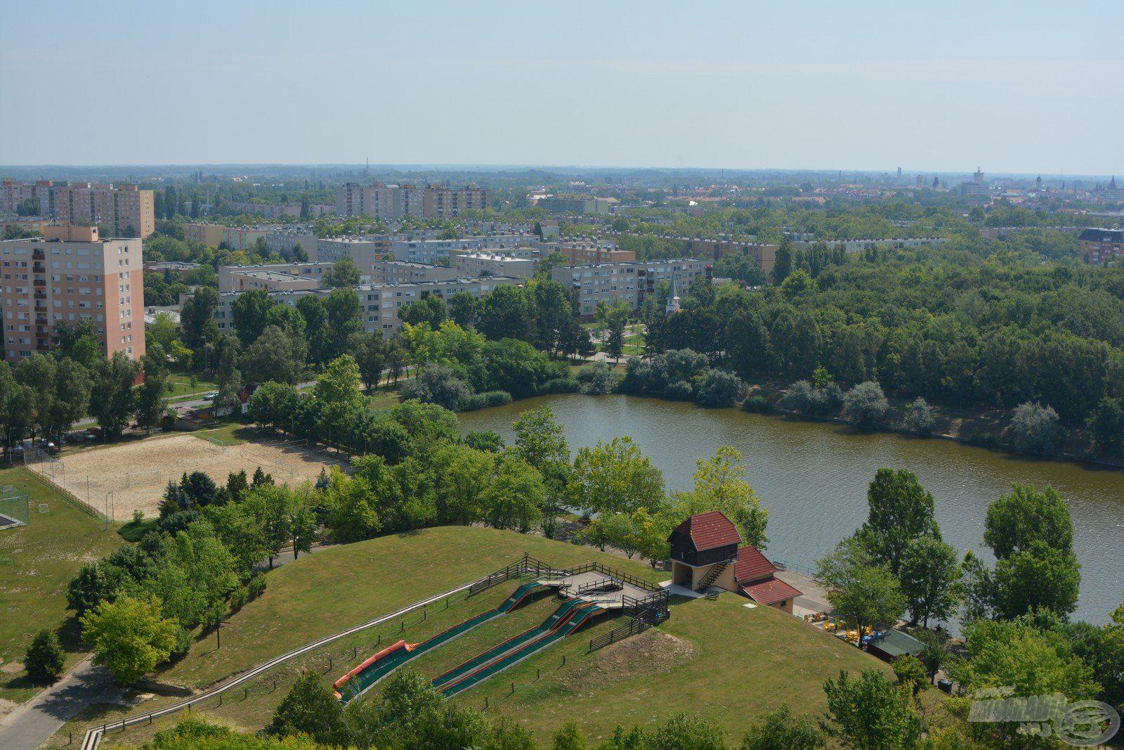 Íme, a Kecskeméti-záportározó, amely a város peremén található (forrás: https://www.szabadidokozpont-kecskemet.hu/
