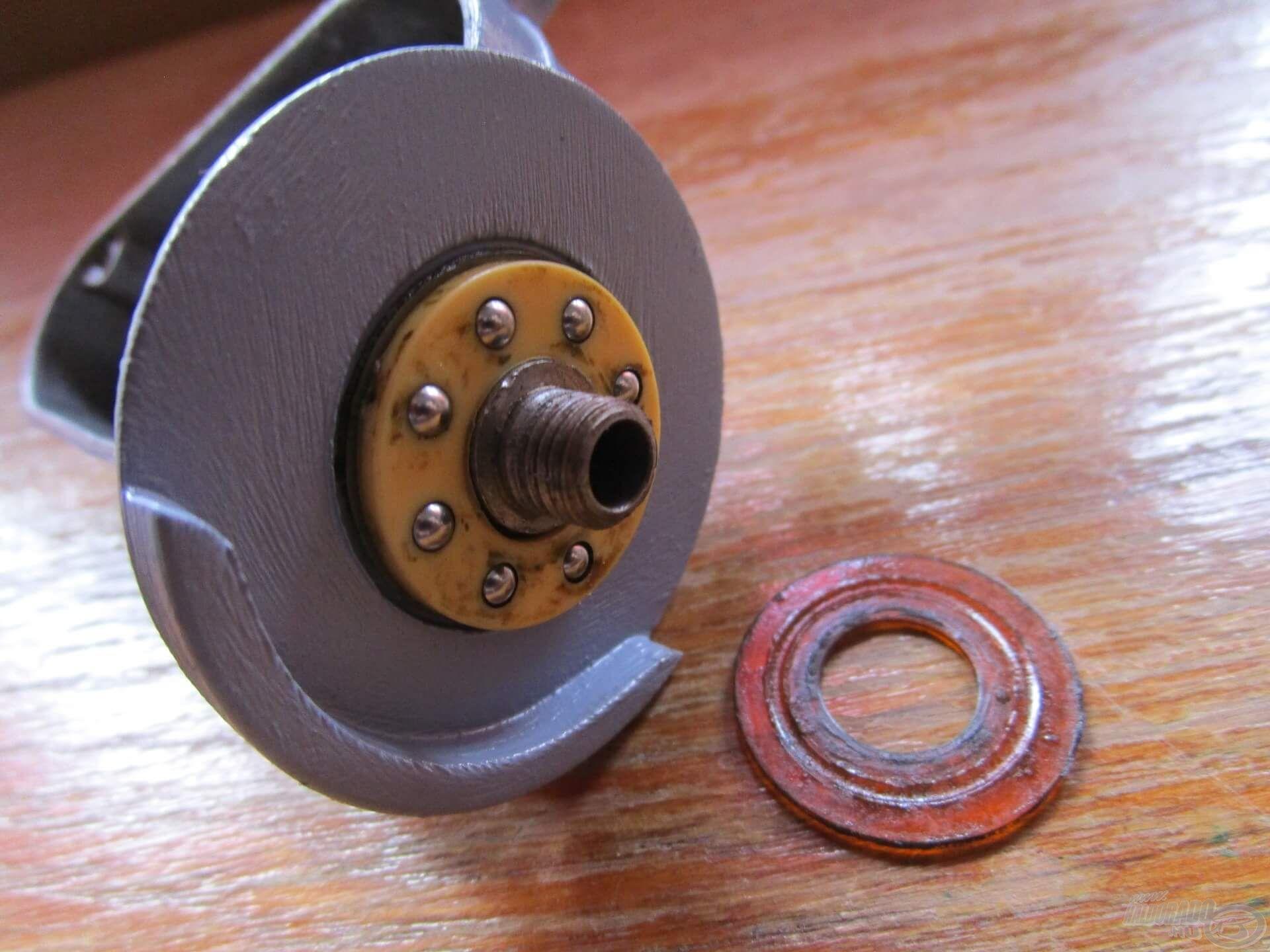 A rotor alatti csapágy is állta a sarat, még mindig egyben van!