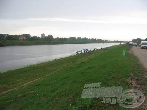 Nagy volt a magyar csapatban az akarat. Kedden zuhogó esőben a csatornaparton remeteként dolgozták le a tervezett edzésidőt