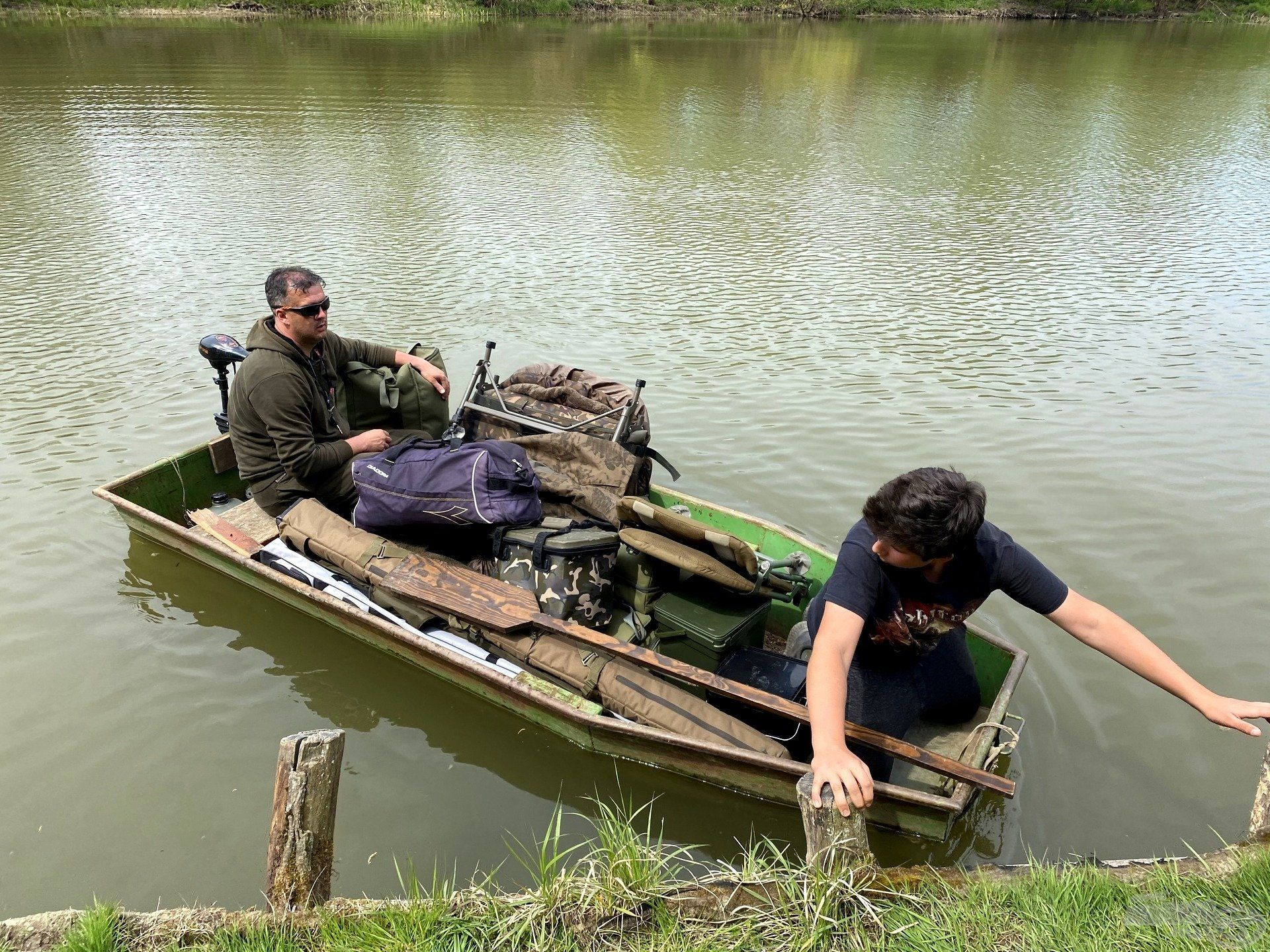 A horgászhelyre való bepakolás kalandos volt