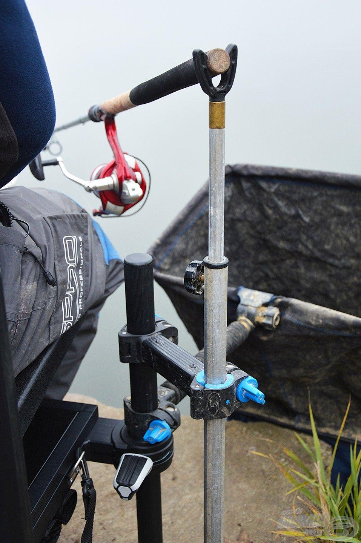 A hátsó bottartó a bot nyelének alátámasztására való