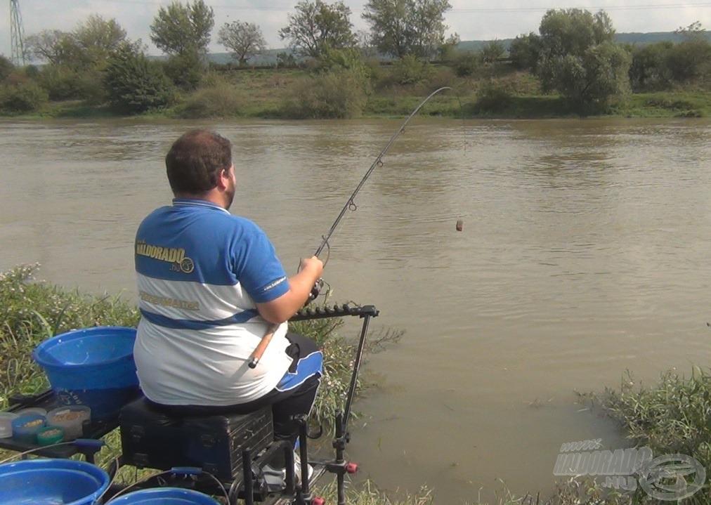 A Haldorádó Hard River Feeder kosarat használtuk