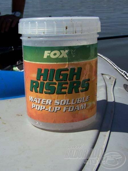 A FOX lebegtető szivacs a képen látható műanyag dobozos csomagolásban kapható, ez praktikusan védi a nedvességtől (mellyel érintkezve azonnal oldódni kezd)