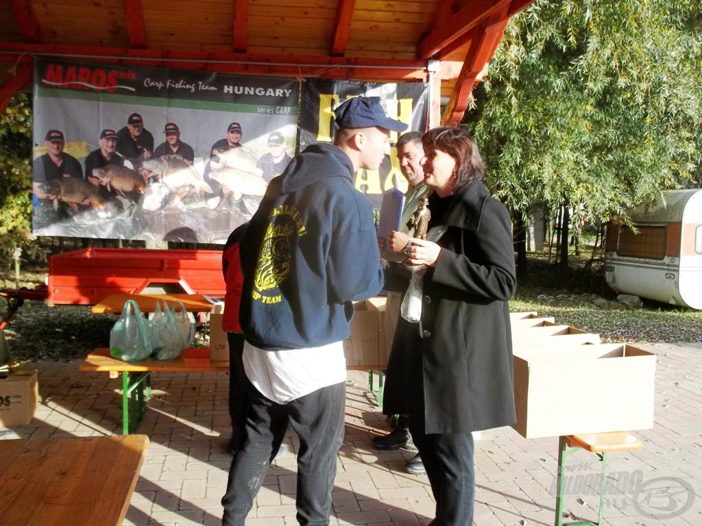 A kupákat Bán Pityu felesége, Margó adta át a díjazottaknak