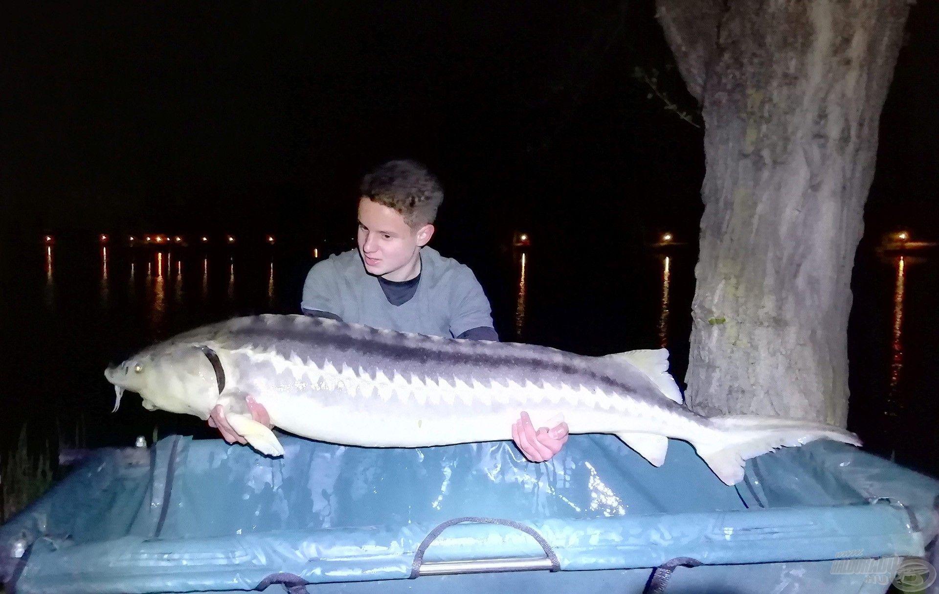 Horgásztúrám egyik csúcshala, egy 23 kg-os tok a kezemben!