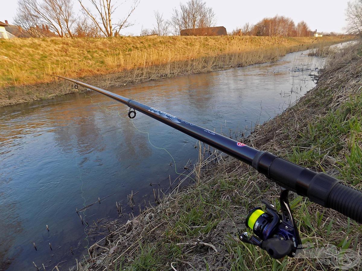 A hosszabb, 5 méteres gyűrűs bottal kisebb folyóvízen, csatornákon könnyebb a csali vezetését elsajátítanunk. Használatával a gyors folyású vizeket is egyszerűbb meghorgásznunk